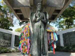 平和の女神像