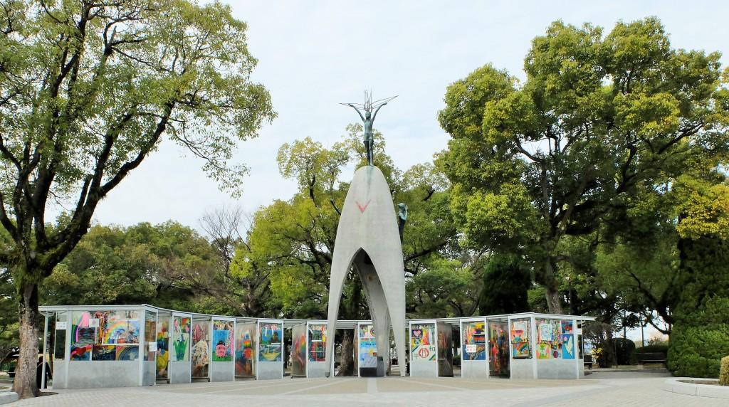 原爆の子の像(全景)