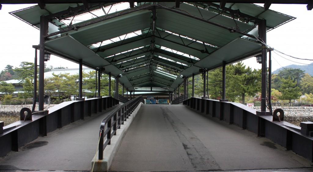 宮島桟橋の通路