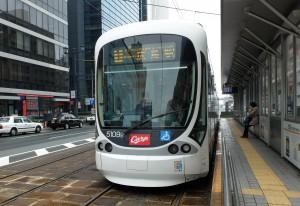 広島本通駅でカープ電車発見