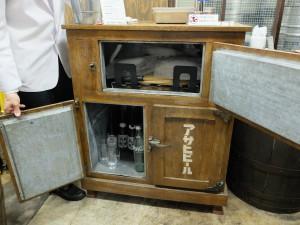 昭和の冷蔵庫(オープンした状態)
