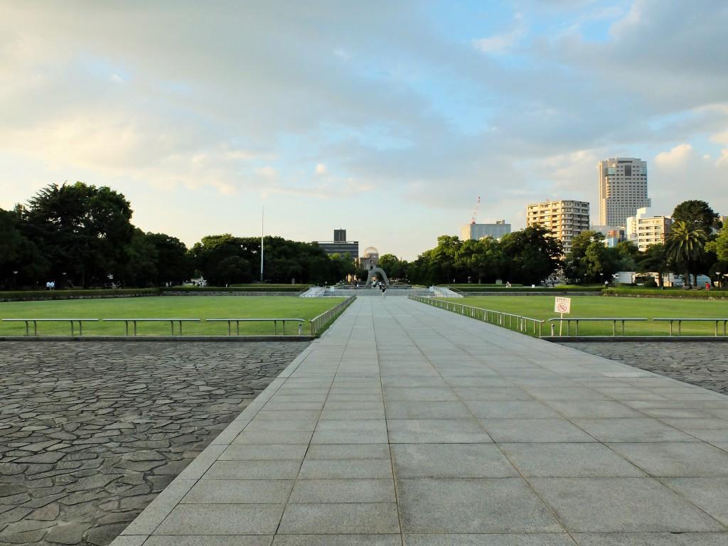 夕暮れの平和記念公園 Dusk of Peace Memorial Park